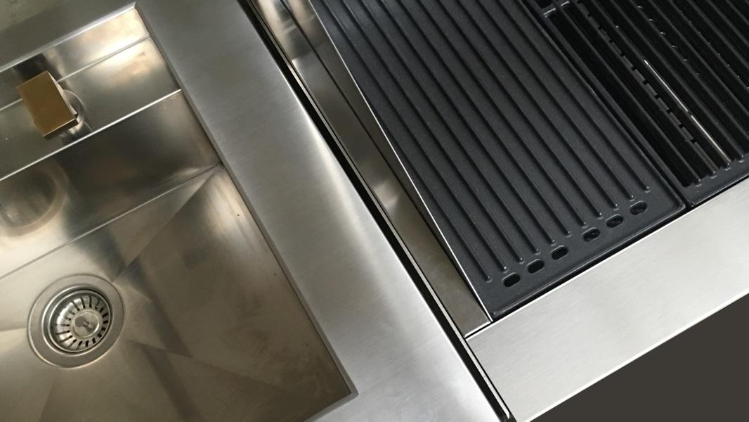 cun barbecue einbau gas grill mit 3 edelstahlguss. Black Bedroom Furniture Sets. Home Design Ideas